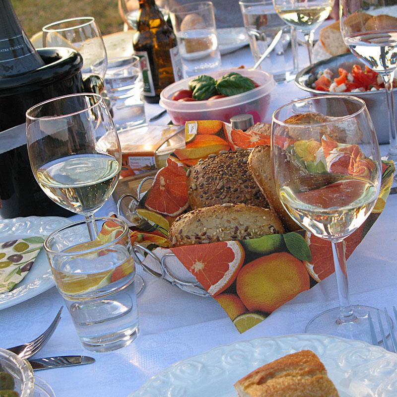 Gedeckter Picknicktisch