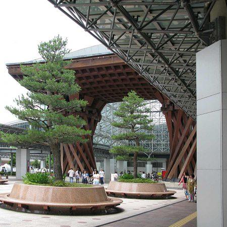 Der schöne Bahnhof Kanazawa Station