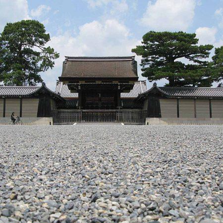 Vor dem Haupttor zum Kaiserpalast in Kyoto