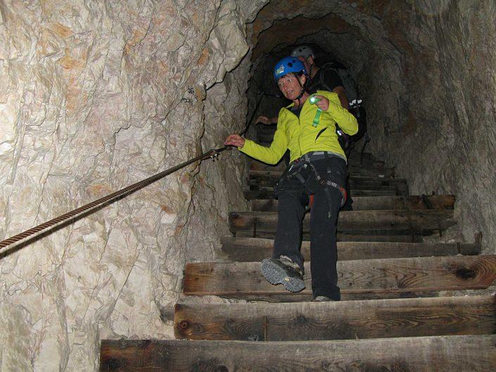 Tunnel mit 200 Stufen am Innerkofel De Luca-Steig, Sextner Dolomiten