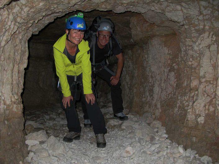 Im Tunnel des Innerkofer De Luca-Steig, Sextner Dolomiten