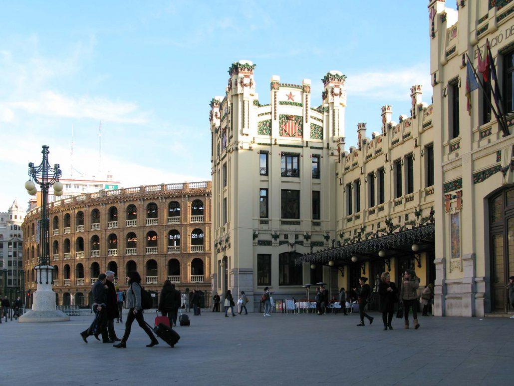 Bahnhof Estación del Norte und Stierkampfarena in Valencia