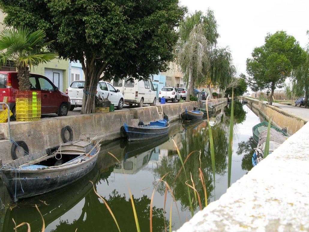Kanal mit Fischerbooten in El Palmar