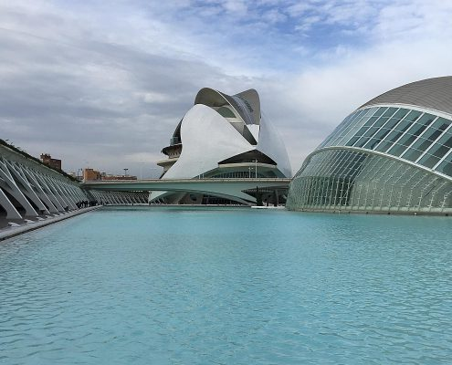 Kultureller und architektonischer Gebäude- und Parkkomplex Ciutat de les Arts i les Ciències in Valencia, Spanien