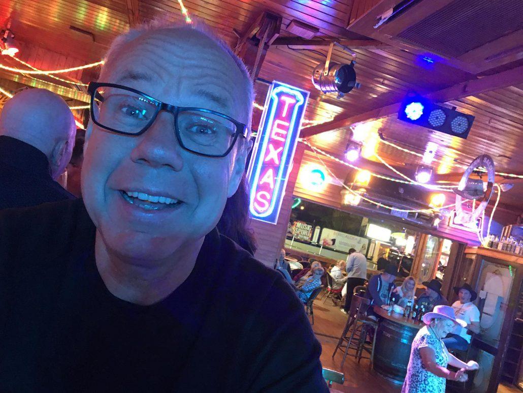 Win in einem Pub in Benidorm