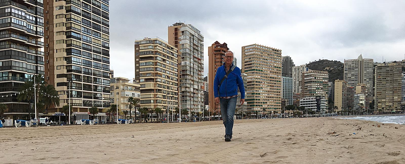 Win am Strand von Benidorm