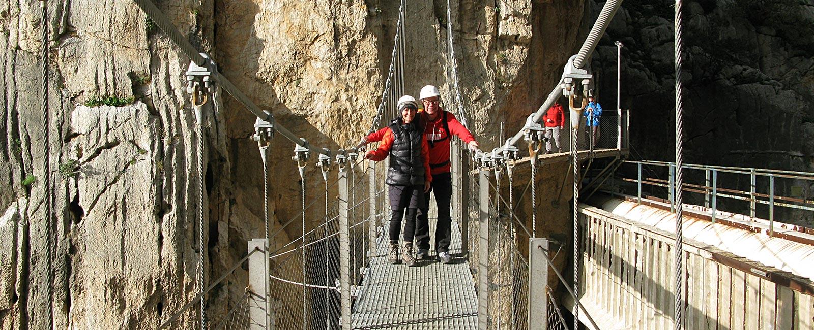 Petra und Win auf der Hängebrücke über den Rio Guadalhorce