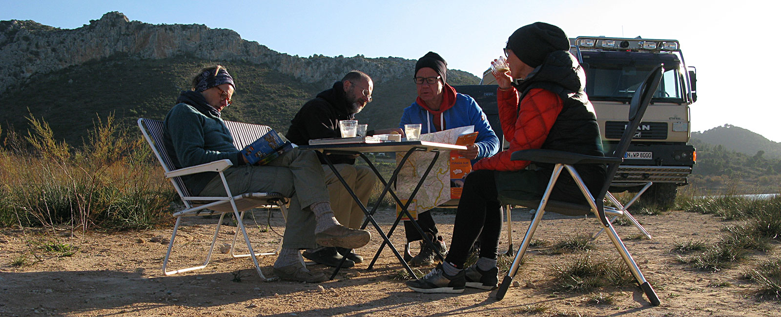 Breakfast in a group of four in our free nature camp at Embalse del Guadalhorce