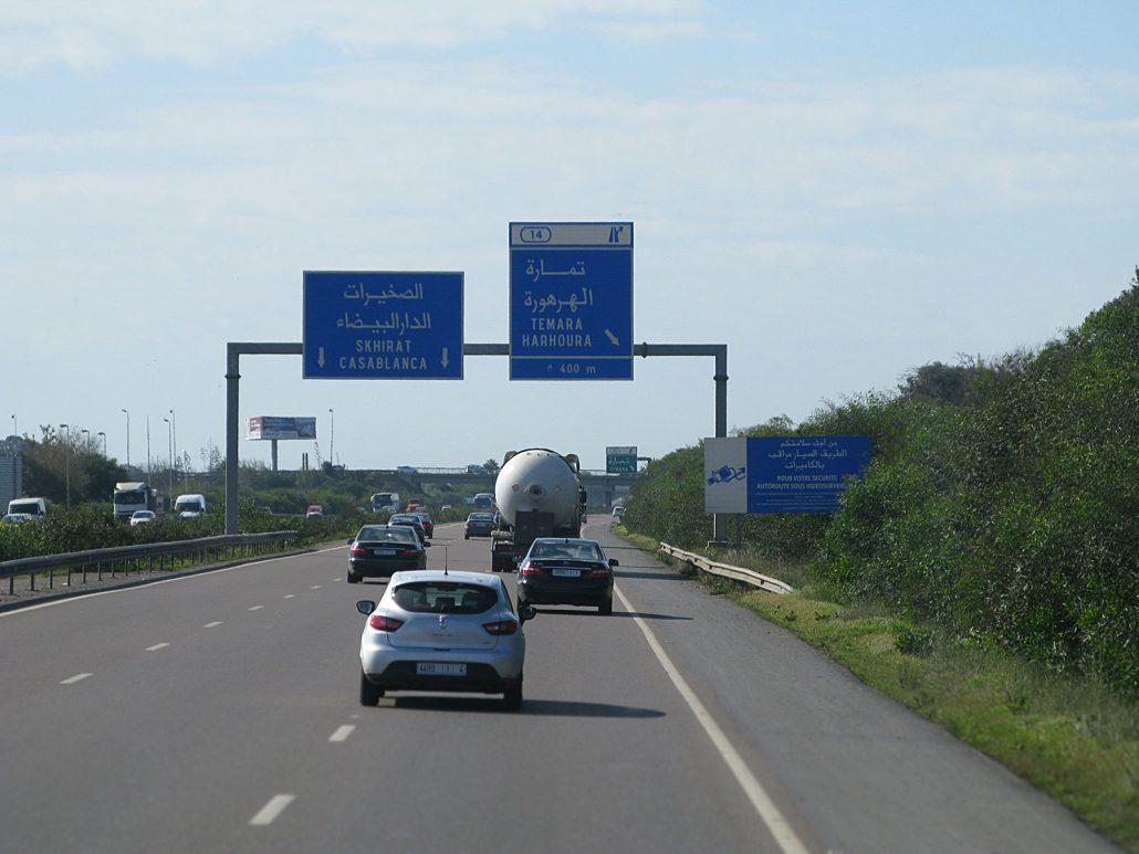 Autoverkehr auf der Autobahn nach Casablanca