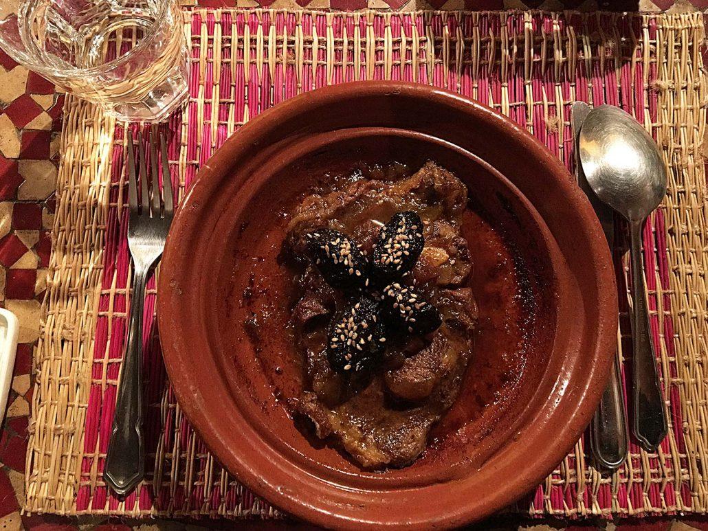 Tajine mit Rindfleisch und Backpflaumen im Restaurant Dar Zaki in Rabat