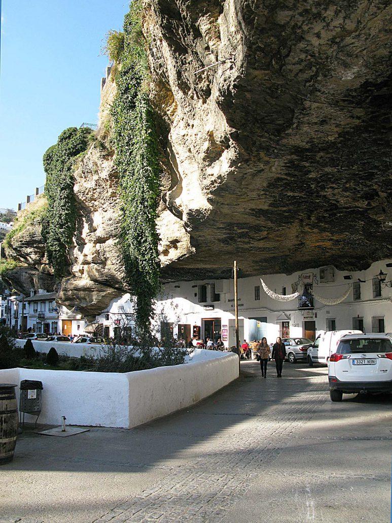 Häuser in der Felswand in Setenil de las Bodegas