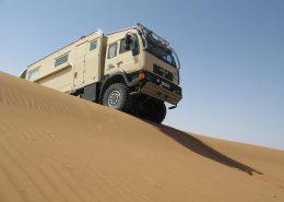 Truck erobert die Sanddünen