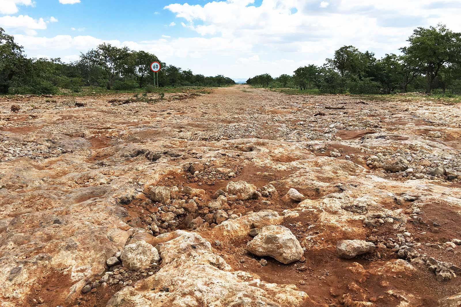 Raue Straßenverhältnisse in Namibia