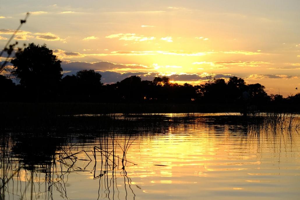 Malerischer Sonnenuntergang im Okavango Delta