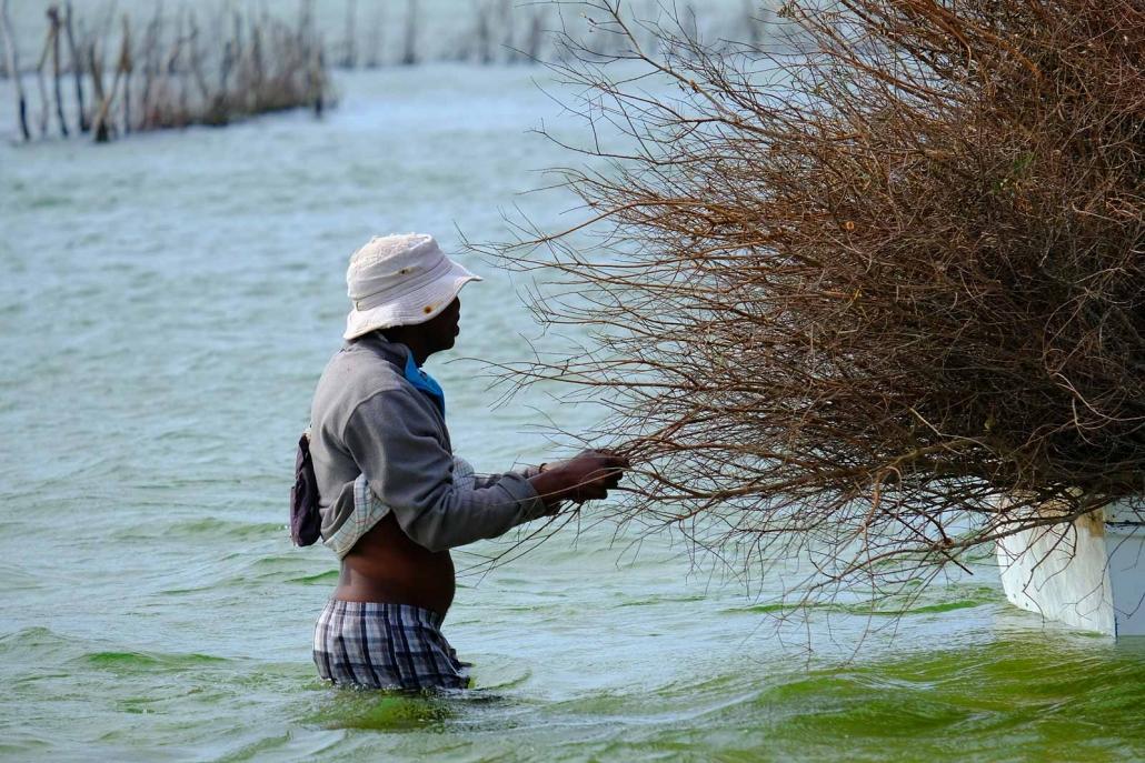 Fischer im Wasser in der Kosi Bay