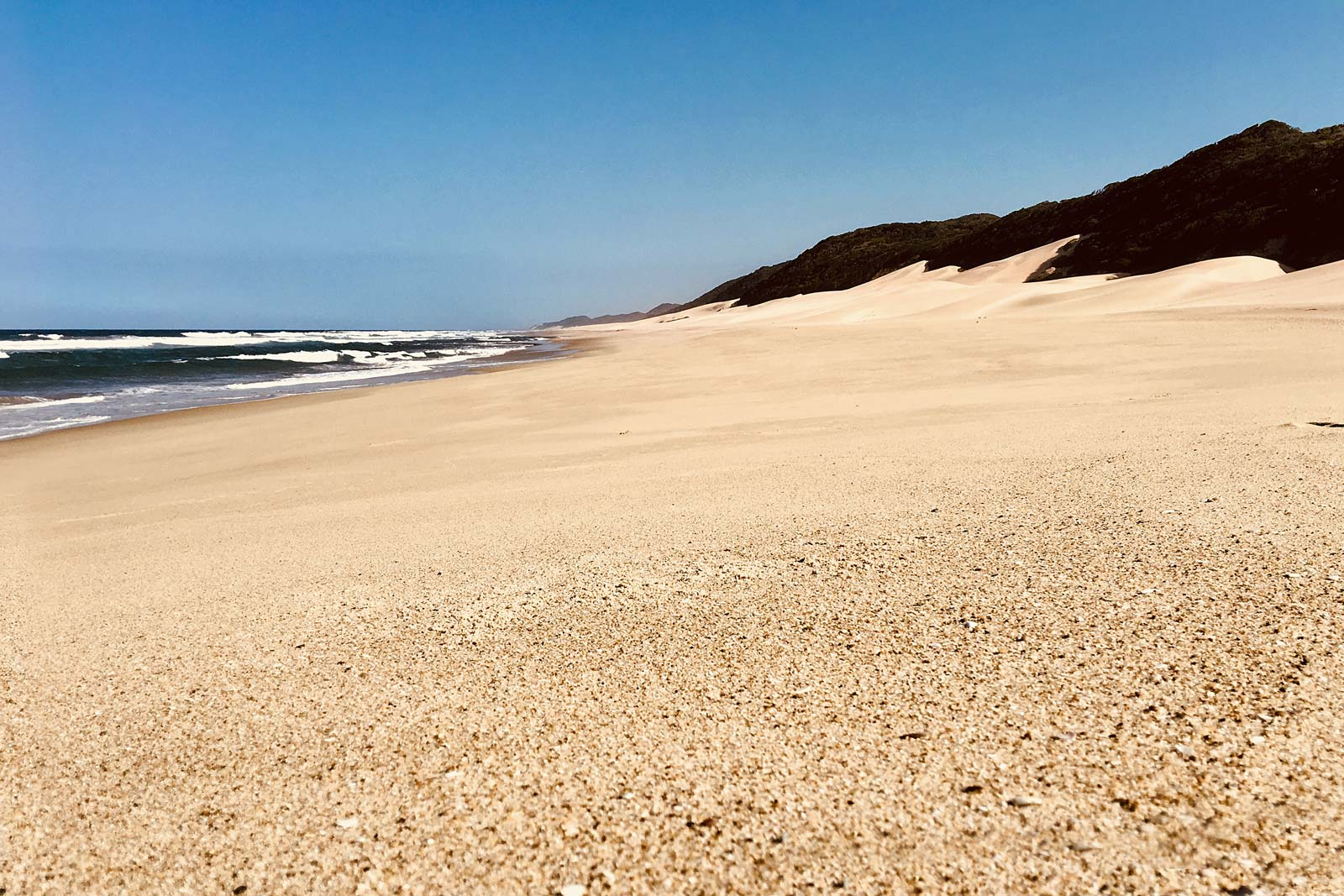 Menschenleerer Strand in Sodwana Bay